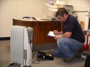 Electrical testing surveyor using thermographic surveying equipment with a radiator